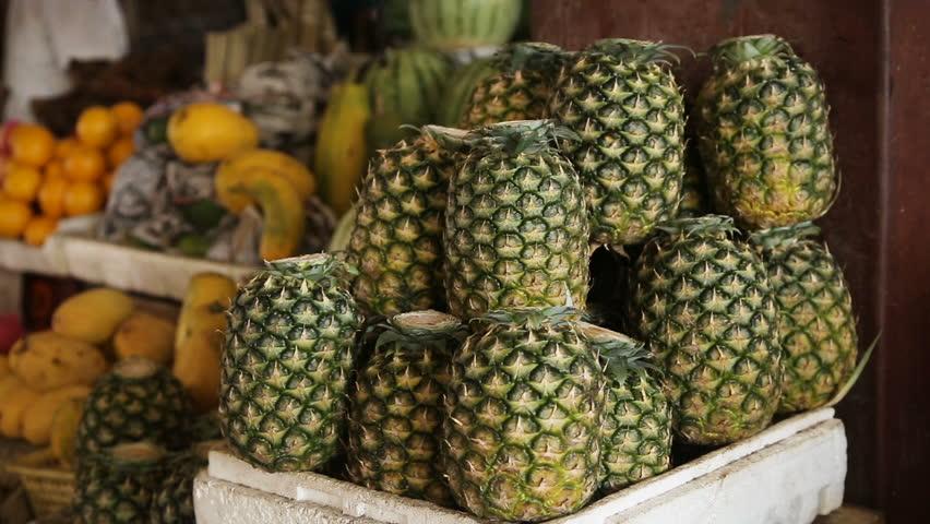 Pineapple Grow Taller Fruits